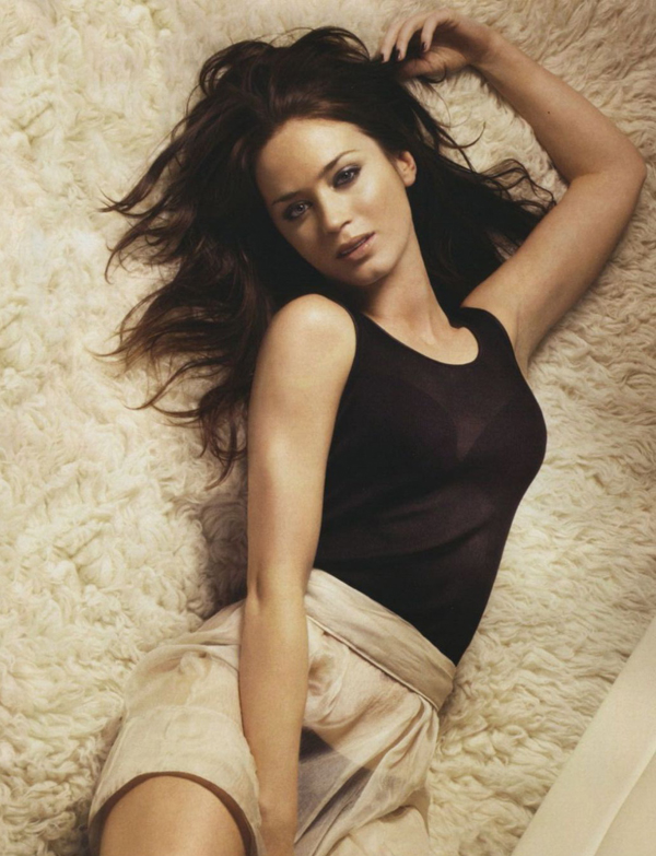 Emily Blunt sexiest pictures from her hottest photo shoots. (16)