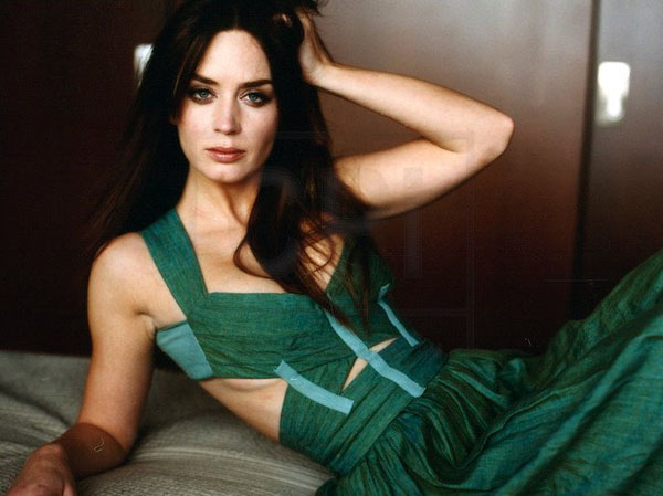 Emily Blunt sexiest pictures from her hottest photo shoots. (13)