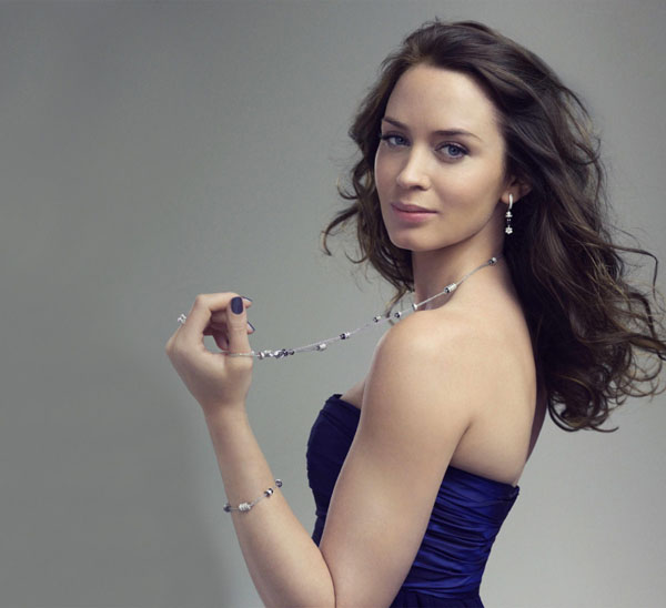 Emily Blunt sexiest pictures from her hottest photo shoots. (10)