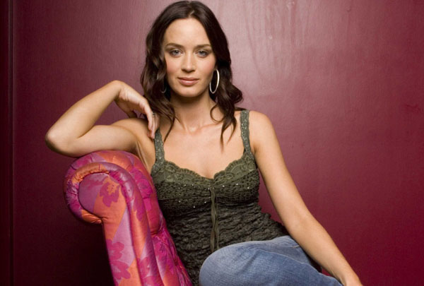 Emily Blunt sexiest pictures from her hottest photo shoots. (3)