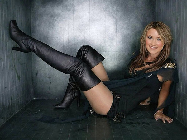 Emily Osment sexiest pictures from her hottest photo shoots. (17)