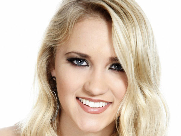 Emily Osment sexiest pictures from her hottest photo shoots. (15)