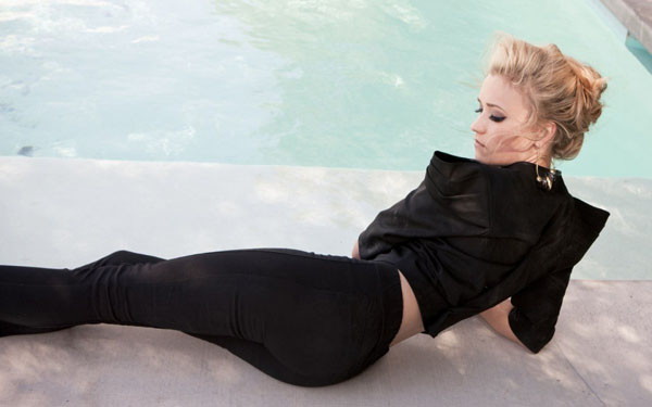 Emily Osment sexiest pictures from her hottest photo shoots. (14)