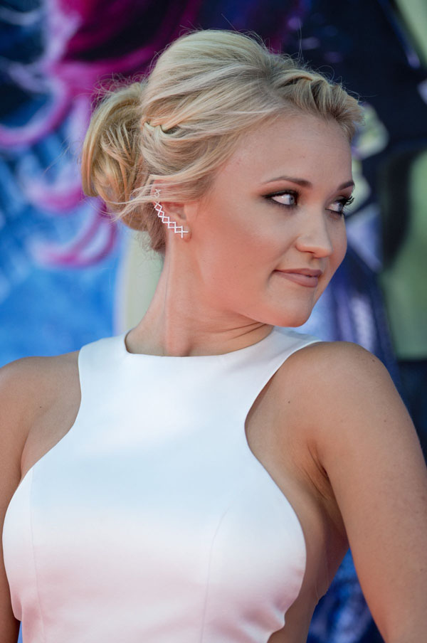Emily Osment sexiest pictures from her hottest photo shoots. (11)