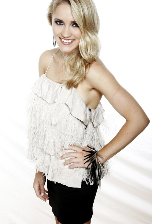 Emily Osment sexiest pictures from her hottest photo shoots. (3)