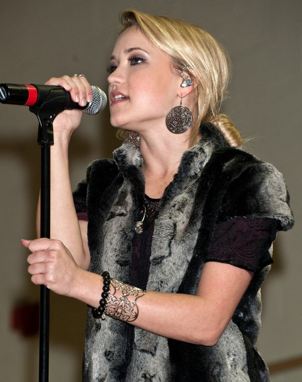 Emily Osment sexiest pictures from her hottest photo shoots. (1)
