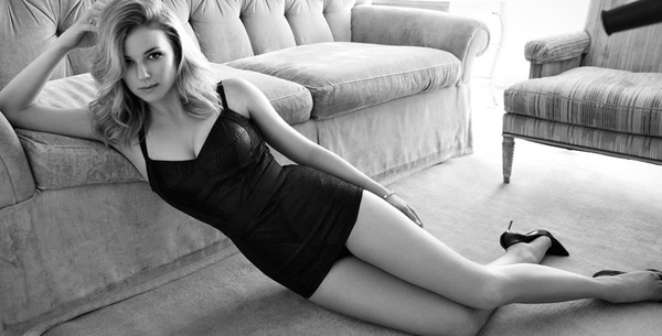 Emily VanCamp sexiest pictures from her hottest photo shoots. (27)