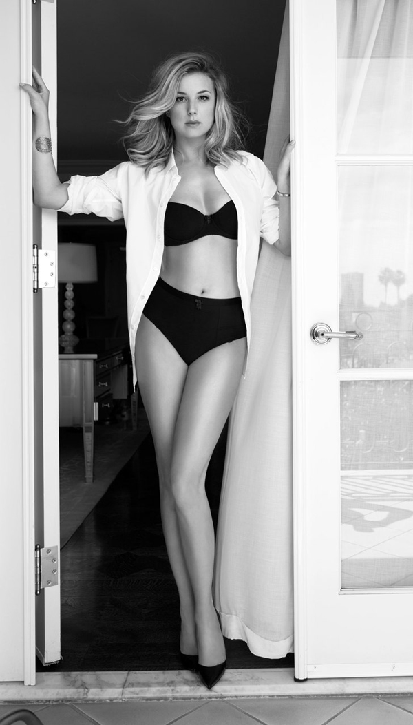Emily VanCamp sexiest pictures from her hottest photo shoots. (25)