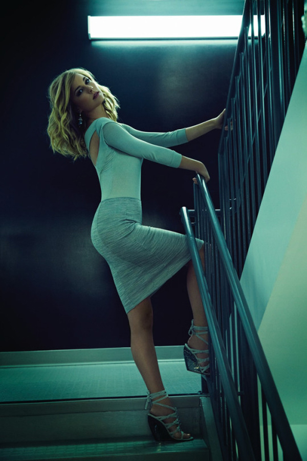 Emily VanCamp sexiest pictures from her hottest photo shoots. (23)