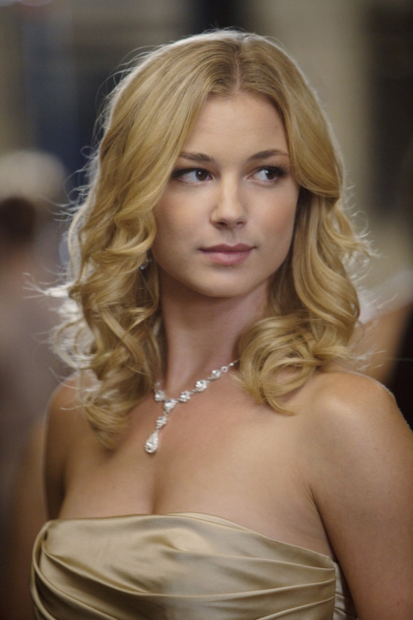 Emily VanCamp sexiest pictures from her hottest photo shoots. (7)
