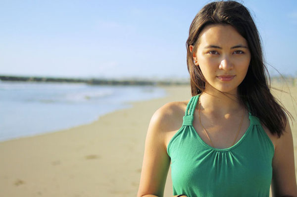 Jessica Henwick sexiest pictures from her hottest photo shoots. (18)
