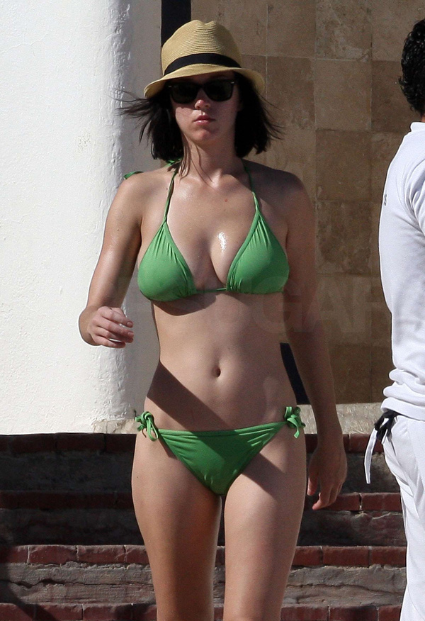 Katy Perry sexiest pictures from then (older) and now (current). (47)