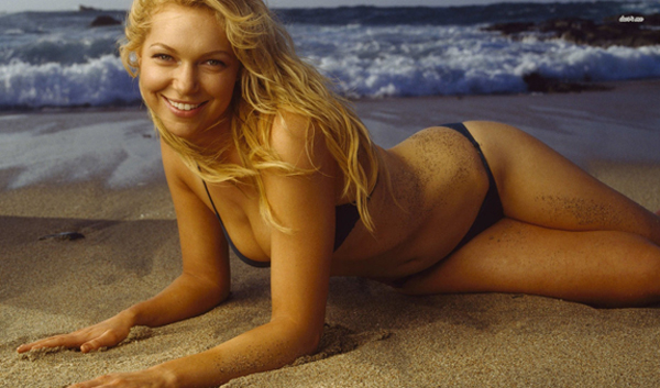 Laura Prepon sexiest pictures from her hottest photo shoots. (25)