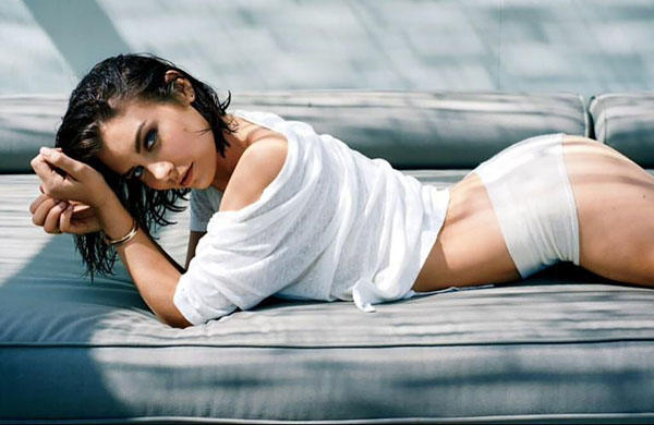 Lauren Cohan sexiest pictures from her hottest photo shoots. (30)