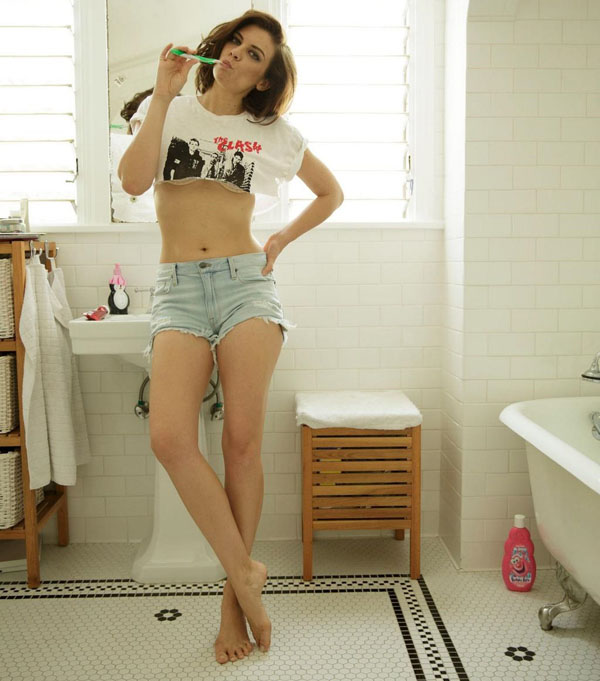 Lauren Cohan sexiest pictures from her hottest photo shoots. (21)