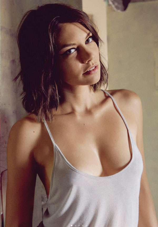 Lauren Cohan sexiest pictures from her hottest photo shoots. (18)