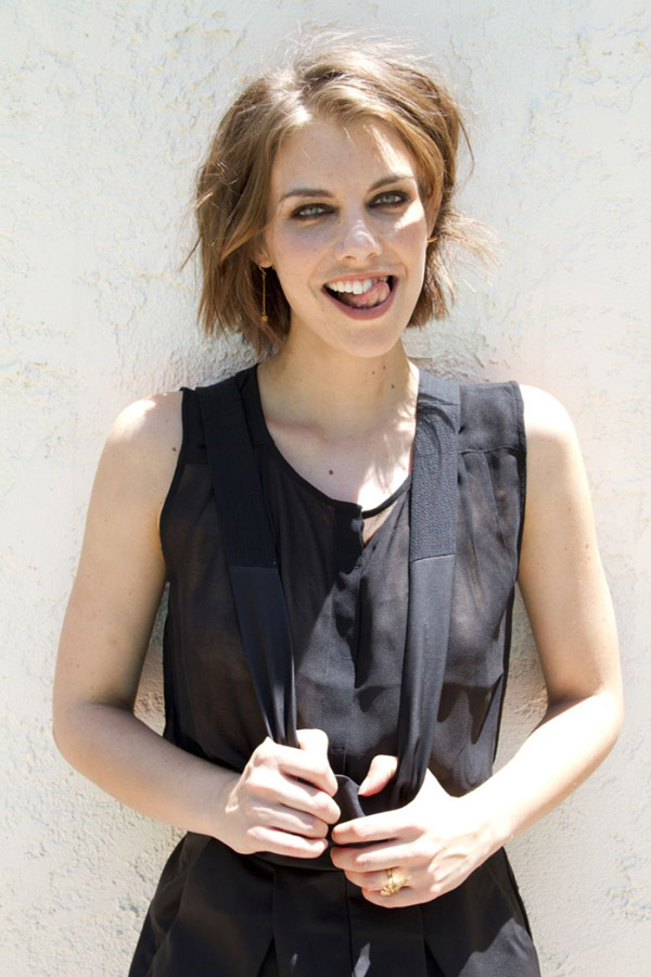 Lauren Cohan sexiest pictures from her hottest photo shoots. (8)