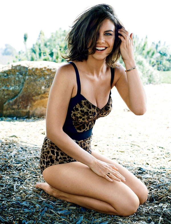 Lauren Cohan sexiest pictures from her hottest photo shoots. (1)