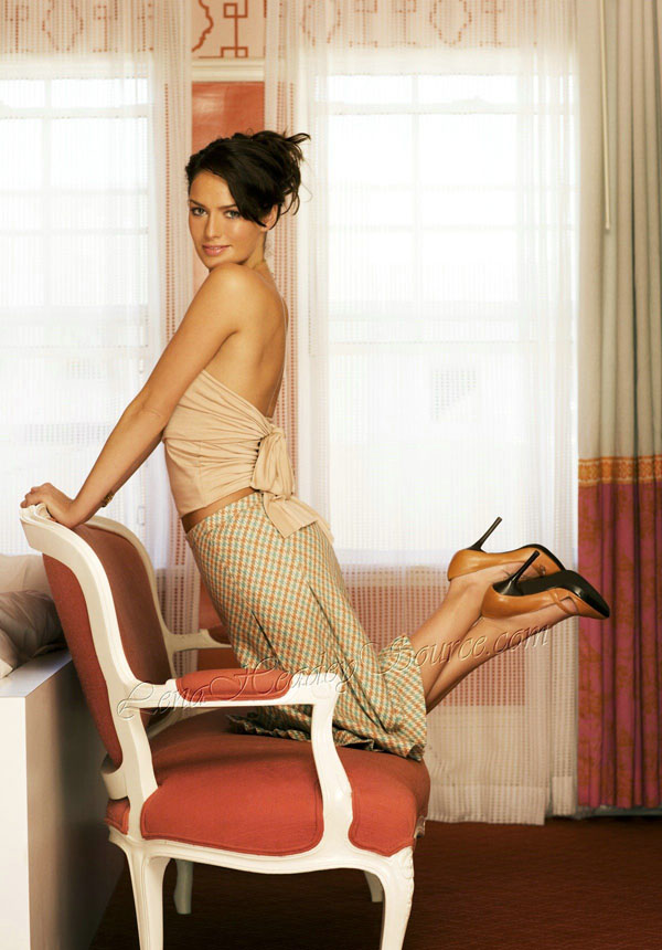 Lena Headey sexiest pictures from her hottest photo shoots. (11)