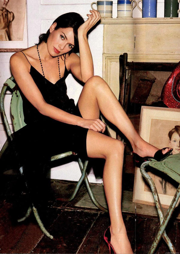 Lena Headey sexiest pictures from her hottest photo shoots. (8)