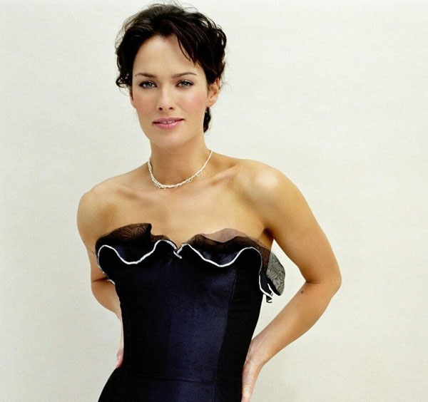 Lena Headey sexiest pictures from her hottest photo shoots. (6)