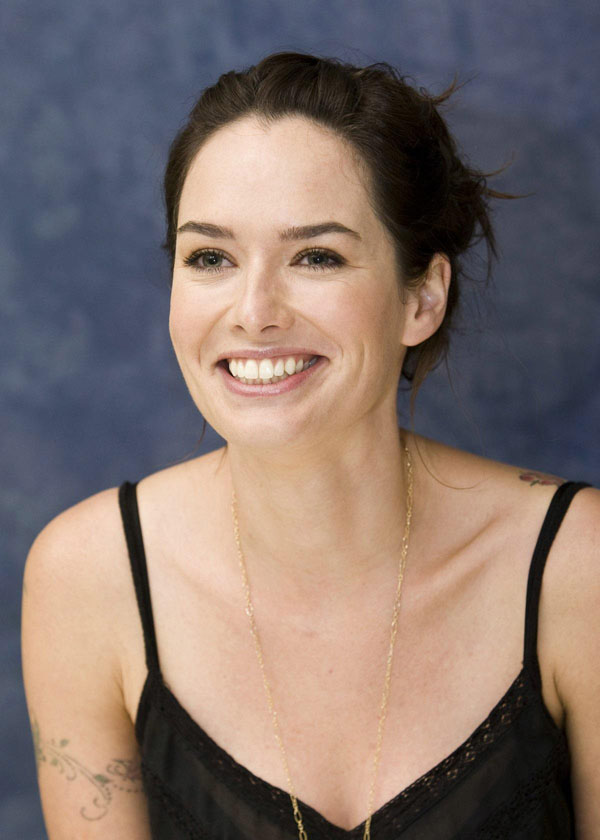 Lena Headey sexiest pictures from her hottest photo shoots. (5)