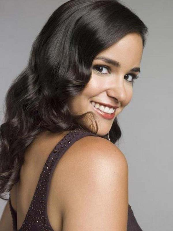 Melissa Fumero sexiest pictures from her hottest photo shoots. (18)