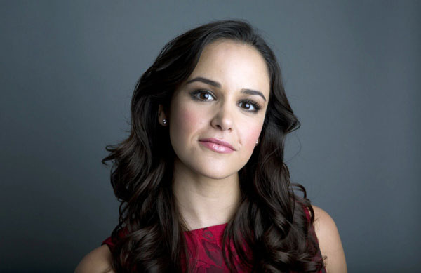 Melissa Fumero sexiest pictures from her hottest photo shoots. (17)
