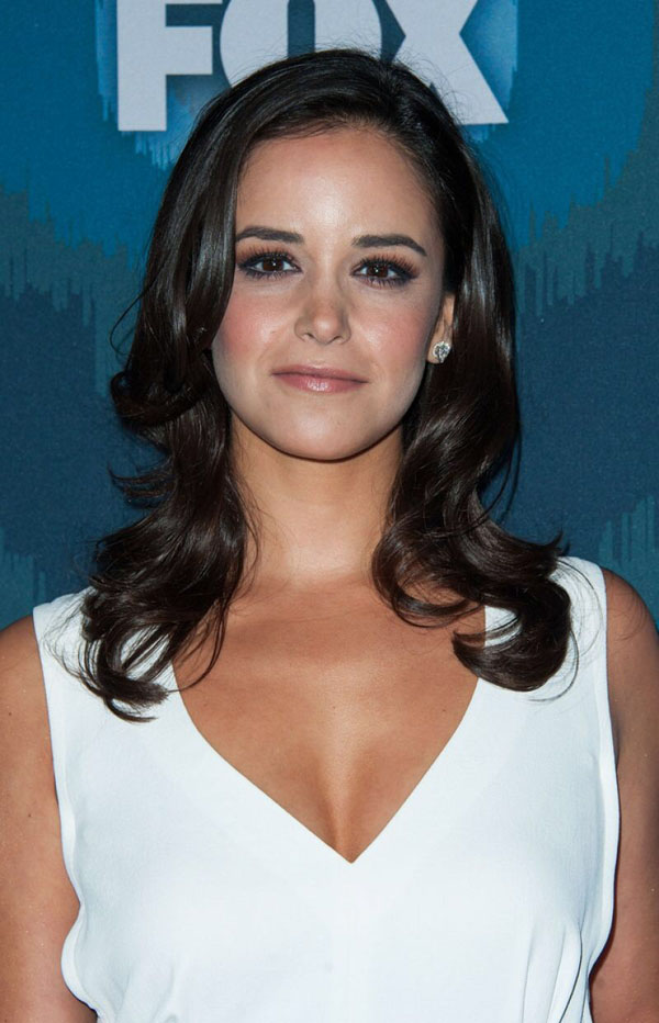 Melissa Fumero sexiest pictures from her hottest photo shoots. (15)
