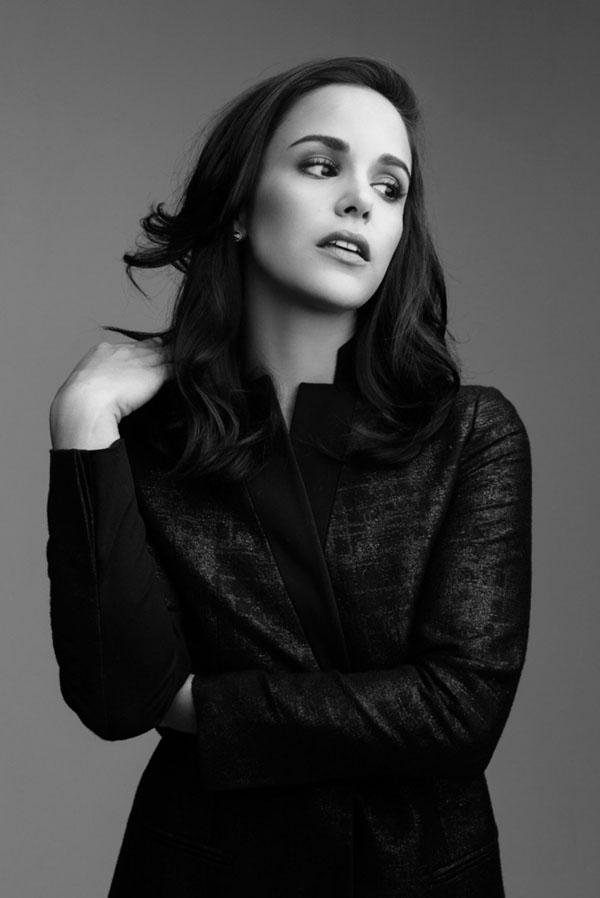 Melissa Fumero sexiest pictures from her hottest photo shoots. (13)