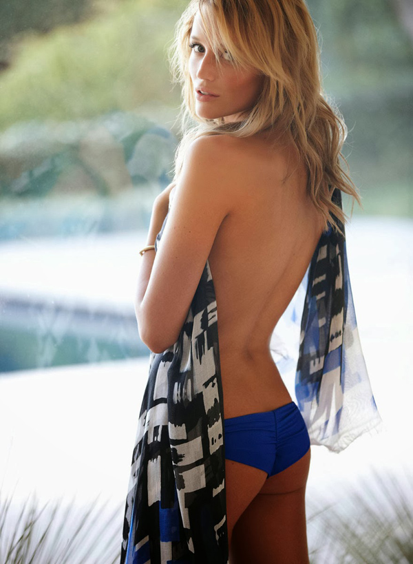 Sarah Dumont sexiest pictures from her hottest photo shoots. (33)