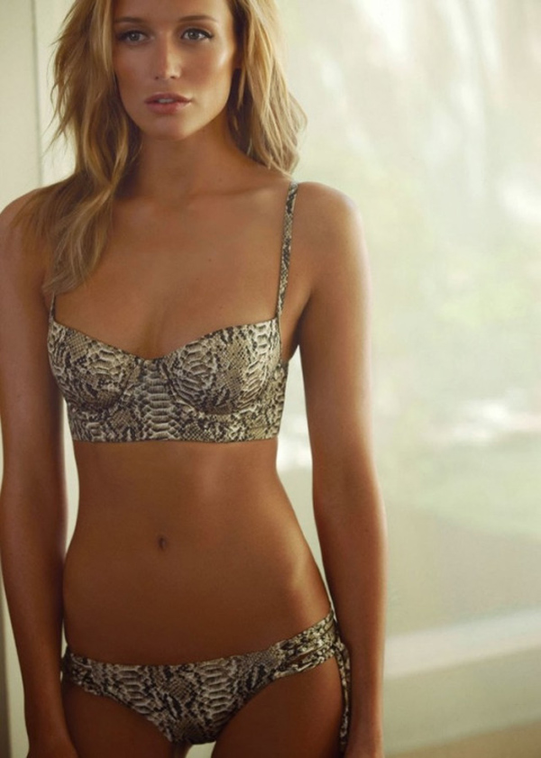 Sarah Dumont sexiest pictures from her hottest photo shoots. (28)
