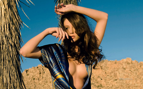 Sarah Dumont sexiest pictures from her hottest photo shoots. (21)