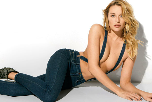 Sarah Dumont sexiest pictures from her hottest photo shoots. (18)