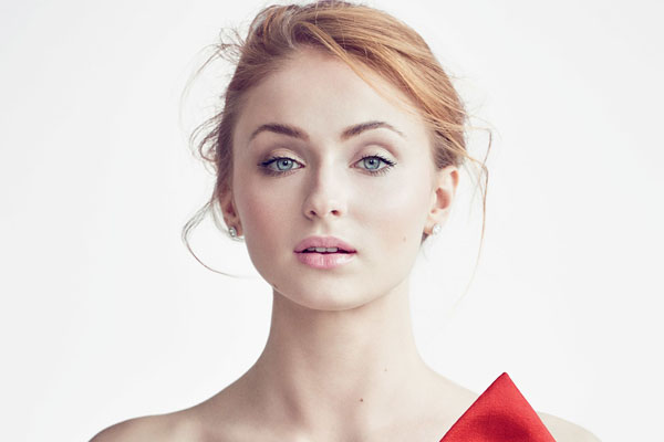 Sophie Turner's sexiest pictures from her hottest photo shoots. (34)