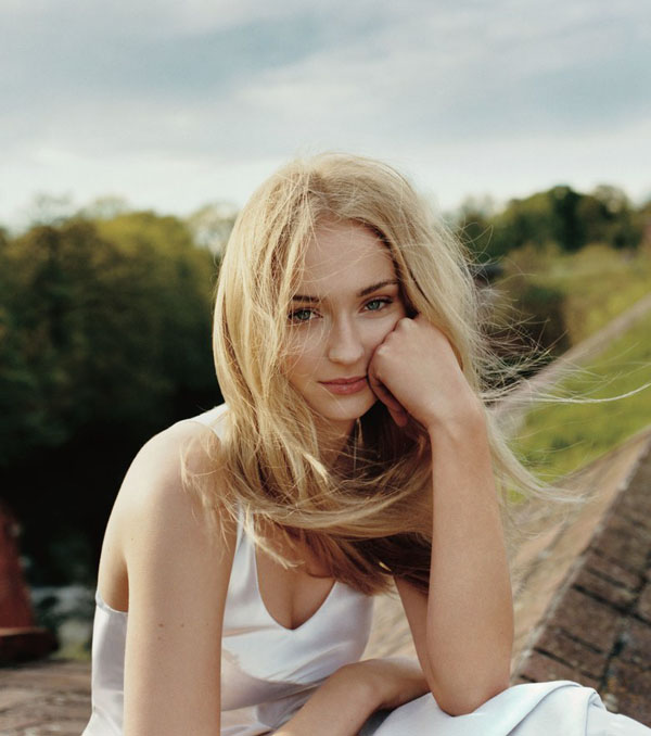 Sophie Turner's sexiest pictures from her hottest photo shoots. (31)