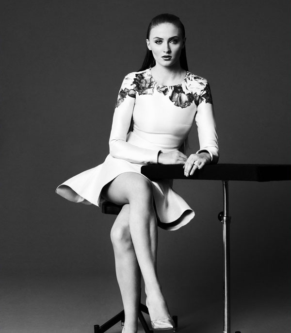 Sophie Turner's sexiest pictures from her hottest photo shoots. (2)