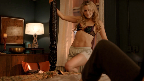 Taylor Schilling sexiest pictures from her hottest photo shoots. (27)