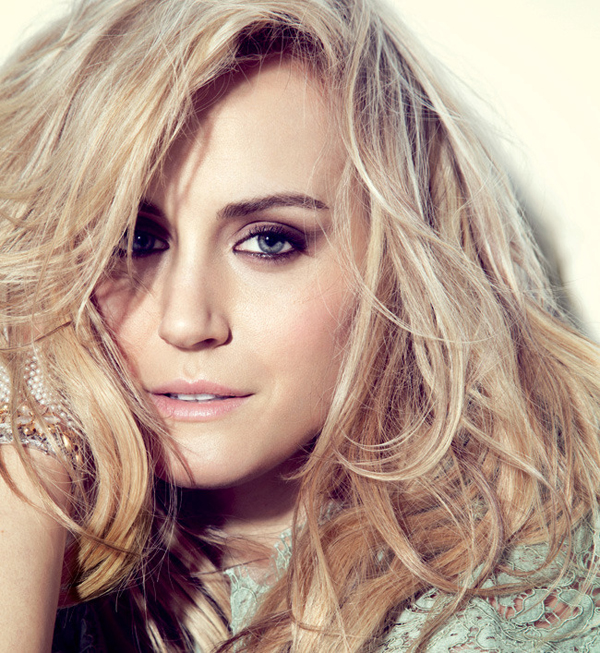 Taylor Schilling sexiest pictures from her hottest photo shoots. (19)