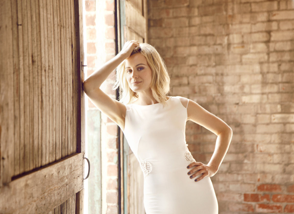 Taylor Schilling sexiest pictures from her hottest photo shoots. (17)