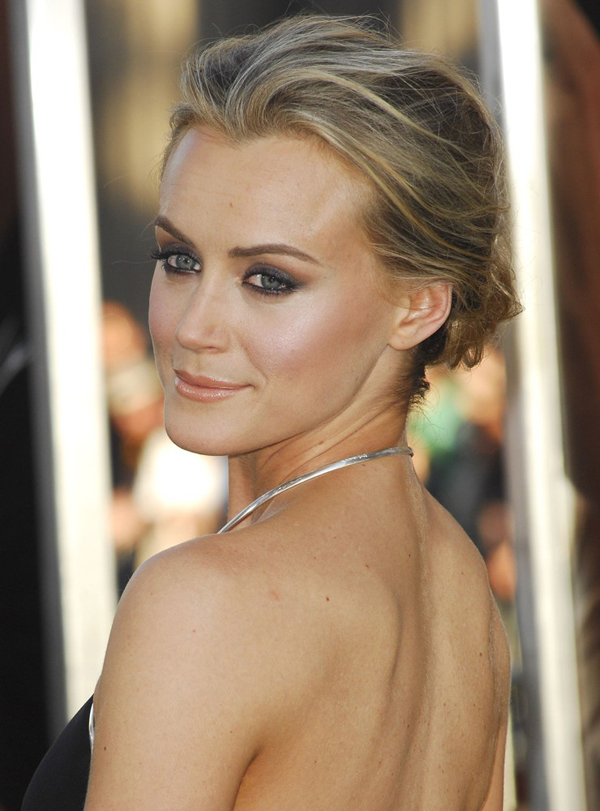 Taylor Schilling sexiest pictures from her hottest photo shoots. (15)