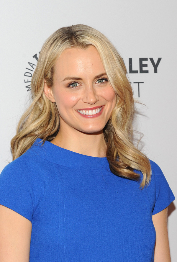 Taylor Schilling sexiest pictures from her hottest photo shoots. (14)