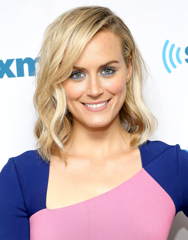 Taylor Schilling sexiest pictures from her hottest photo shoots. (12)