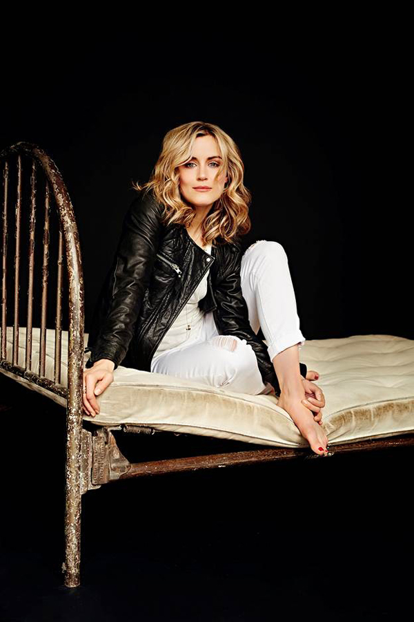 Taylor Schilling sexiest pictures from her hottest photo shoots. (1)