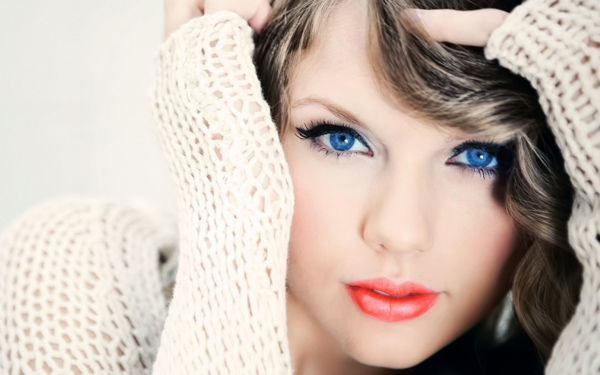 Taylor Swift sexiest pictures from her hottest photo shoots. (16)
