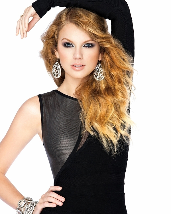 Taylor Swift sexiest pictures from her hottest photo shoots. (13)