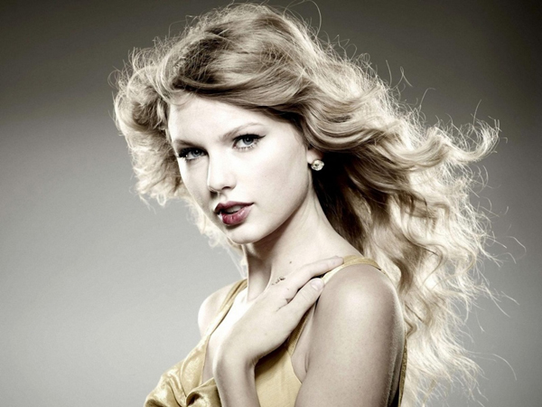 Taylor Swift sexiest pictures from her hottest photo shoots. (12)
