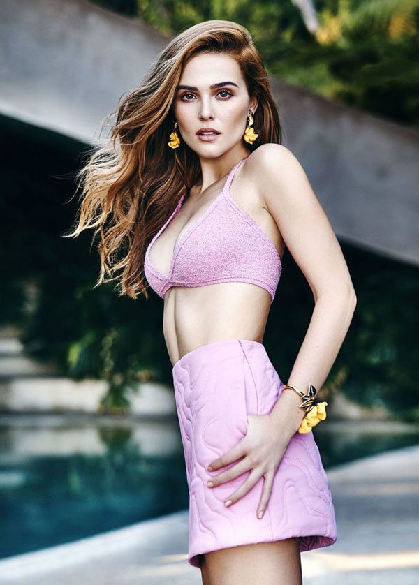 Zoey Deutch sexiest pictures from her hottest photo shoots. (28)