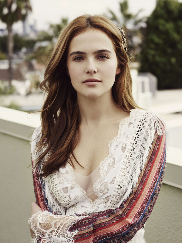 Zoey Deutch sexiest pictures from her hottest photo shoots. (26)