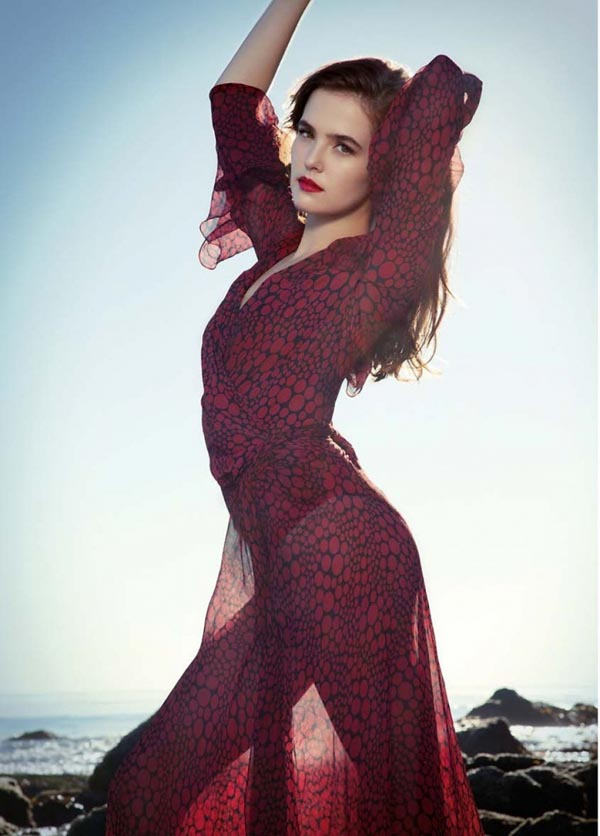 Zoey Deutch sexiest pictures from her hottest photo shoots. (19)